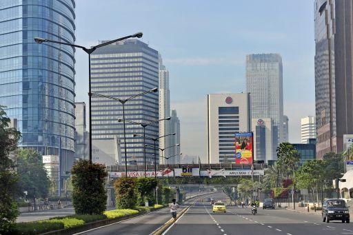 Suasana ibukota di jalan Jenderal Sudirman, Jakarta Pusat, Jumat (10/9).