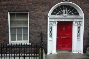 Pintu Rumah Orang Kaya